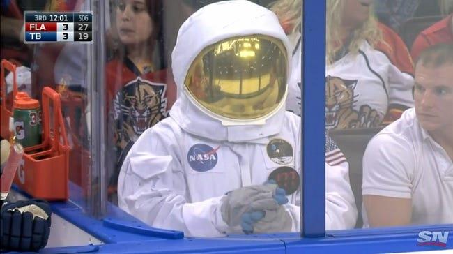 astronaut-lightning-game