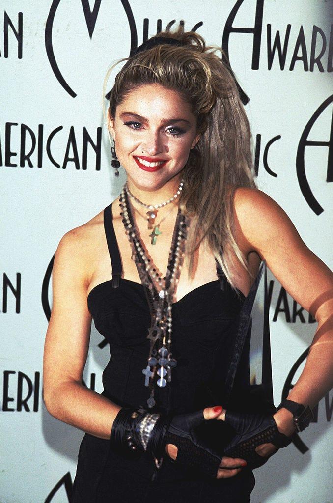 Madonna WIns Award at AMA
