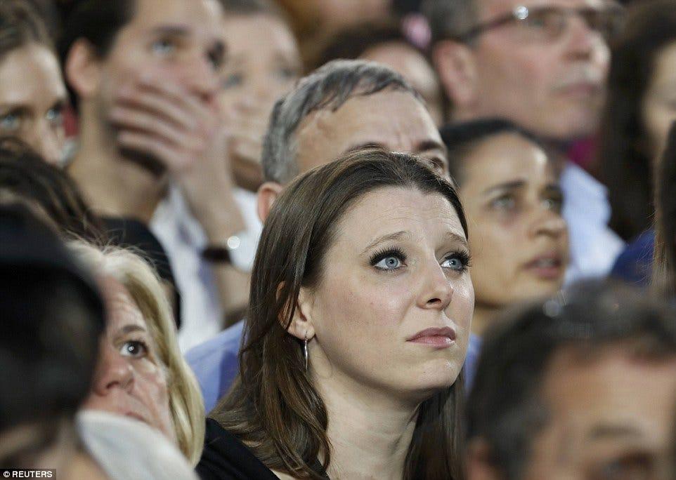 3A30D74800000578-3918838-Tearful_Clinton_supporters_looked_drained_and_on_the_verge_of_te-a-9_1478667625393