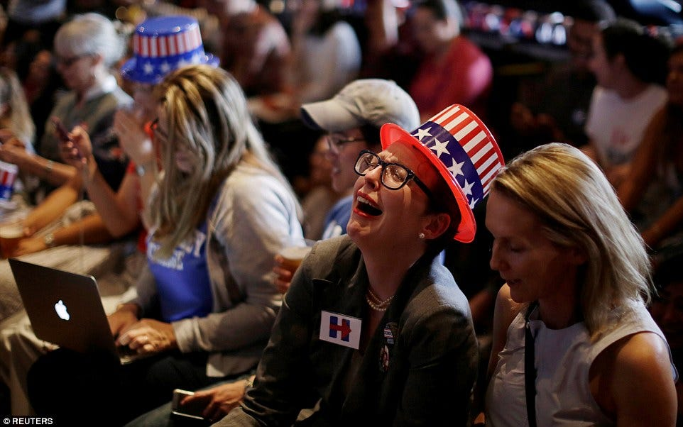 3A31D70000000578-3918838-In_tears_Even_Clinton_supporters_in_the_University_of_Sydney_Aus-a-4_1478667625235