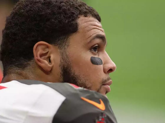 The Bucs' Mike Evans Protested The Election Results By Kneeling Even Though He Didn't Vote