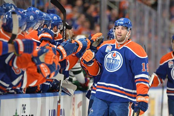 NHL: DEC 04 Wild at Oilers