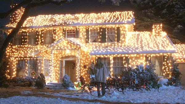 Griswold-house-Christmas-Vacation-movie-in-lights