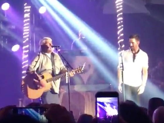 """John Daly And Jake Owen Rocked Out To """"Knockin' On Heaven's Door"""" Last Night"""
