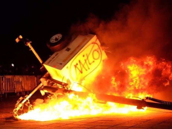 Asshole Milo Yiannopoulos Tries To Give A Talk At UC Berkeley, Full Scale Riot And I Mean RIOT Erupts