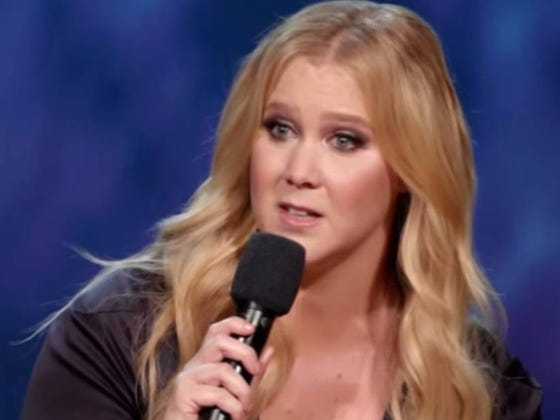Amy Schumer Caught Her Boyfriend Yawning While She Gave Him A Blow Job