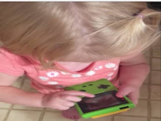 This Little Girl Having No Idea How To Use A Gameboy Because It Doesn't Have A Touchscreen Is Depressing As Fuck