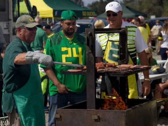 University Of Oregon Is Fighting To Allow Tailgaters To Start Drinking 6 Hours Before Kickoff Instead Of 4 #GodsWork