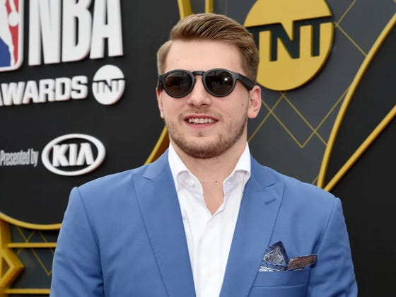 Luka Doncic Won The Rookie Of The Year But Once Again His Mom Stole The Show